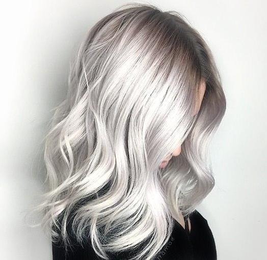 Как сохранить холодный блонд? Откройте для себя лучшую косметику, чтобы сохранить цвет ваших волос.